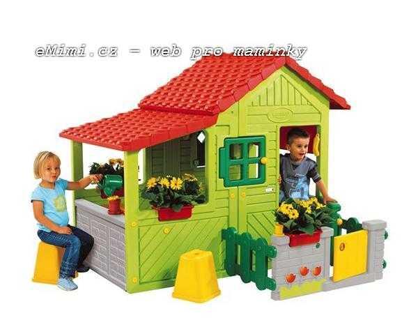 Nádherný plastový domeček